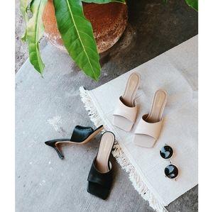 🆕️//The Olivia// square toe mule Black